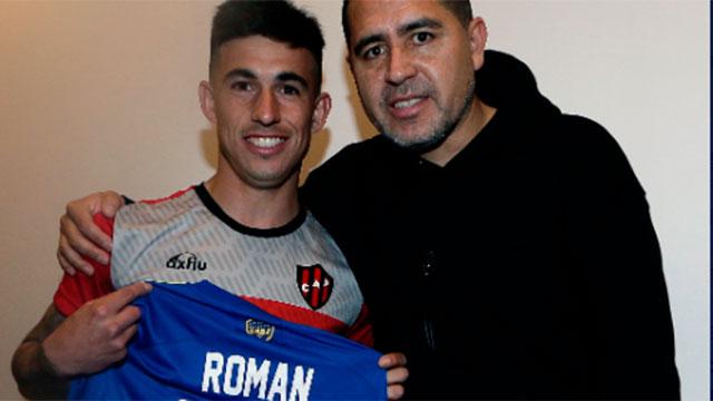 Lautaro Comas hizo su sueño realidad: Conoció a Riquelme y se llevó su camiseta