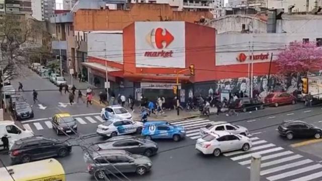 Fuerte enfrentamiento entre dos sectores de la barra de Independiente.