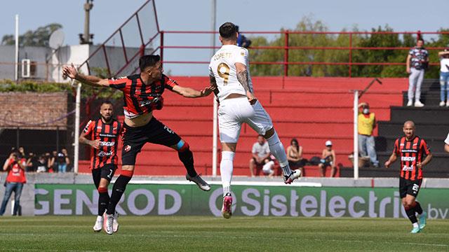 Patronato perdió 2 a 1 frente Racing en el Presbítero Bartolomé Grella.