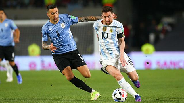 Messi llega a los 80 goles y continúa haciendo historia.