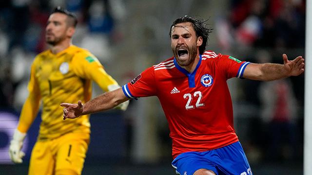 Chile venció 2 a 0 a Paraguay y, aunque sigue complicado, levantó.
