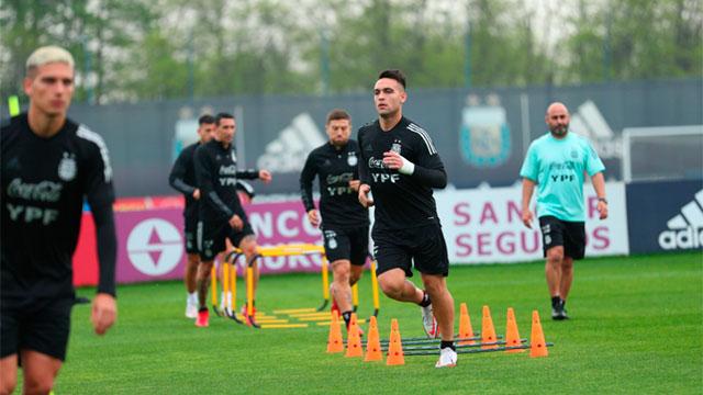 Scaloni no dio pistas sobre el equipo que jugará ante Perú.