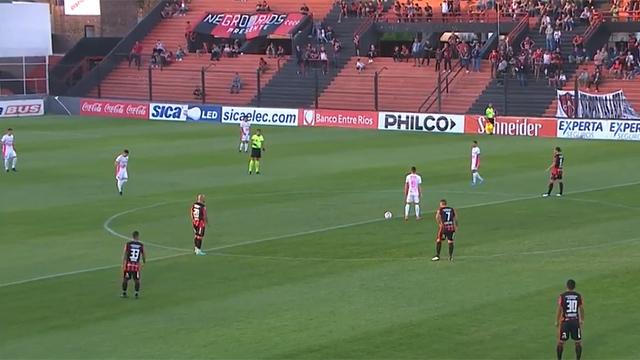 En en primer tiempo a puro gol, Patronato iguala 2-2 con Defensa y Justicia
