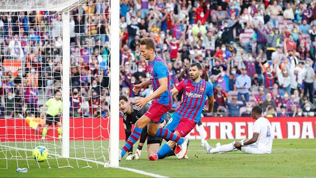 El Kun Agüero marcó su primer gol en Barcelona, pero el Real Madrid se quedó con el clásico